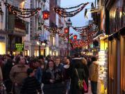 digital signage and holiday shopping
